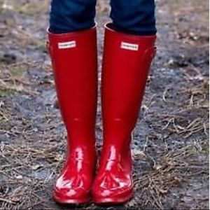 Hunter tall glossy red rain boots and cleaner